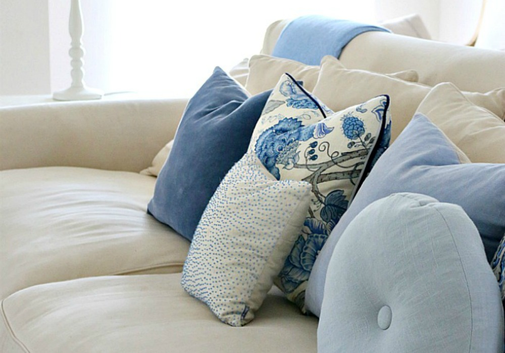 Blue Throw Pillows: Place throw pillows on a bare sofa to spruce up the furniture's design. exeezipcoolgetsiu9tq.cf - Your Online Decorative .