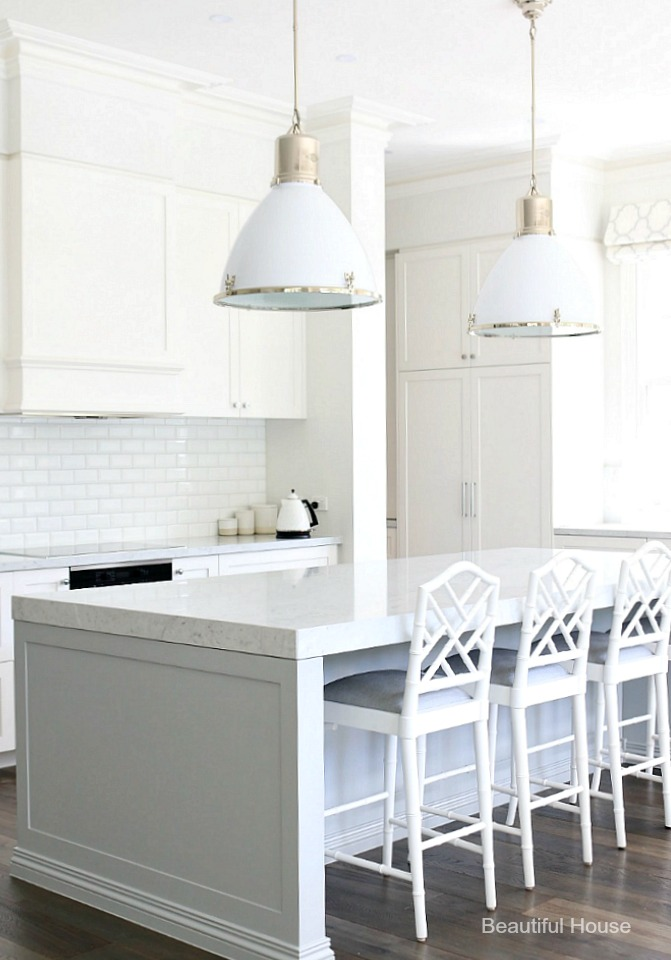 Hamptons style kitchen beautiful house for Hampton style kitchen stools