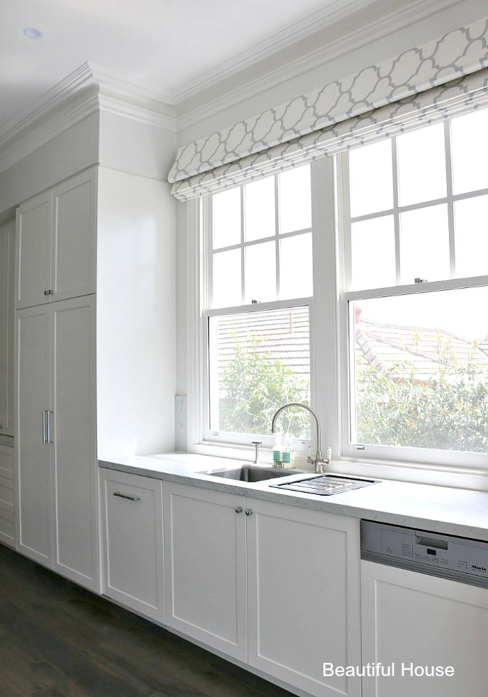 Hamptons style kitchen beautiful house for Hamptons style window treatments