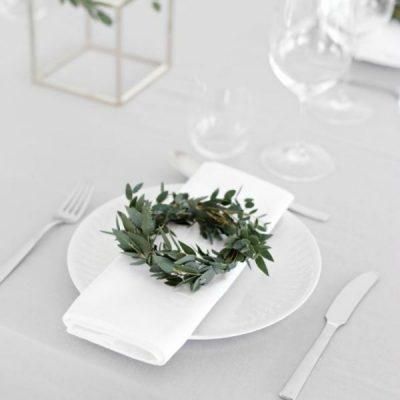 Simple Christmas Table Decor Ideas