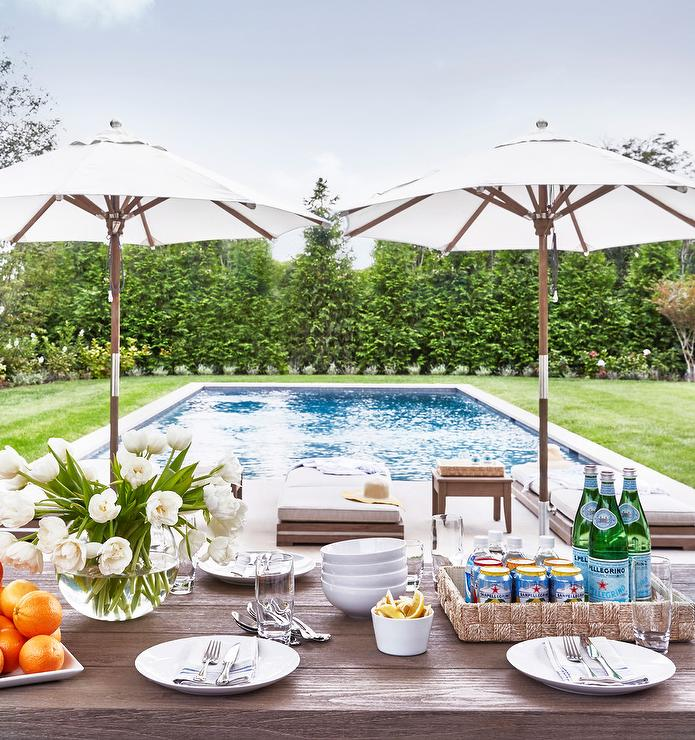 Amazing Outdoor Kitchens That You Might Have While Living: Hamptons Style Poolside Decor